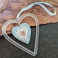 Herz türkisblau aus Holz und Metall