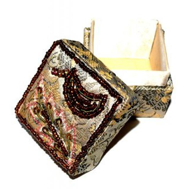 brokat d schen 5 cm beige verziert mit mondmotiv boxen und k rbe cleopatra 39 s duft oase. Black Bedroom Furniture Sets. Home Design Ideas