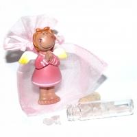 Schutzengel betend mit Rosenquarz-Kristallen