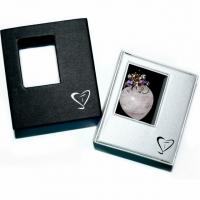 Rosenquarz-Herz mit facettierten Edelsteinen