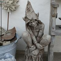 Foxglove Elfe Gartenfigur von Fiona Jane Scott