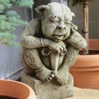 Gargoyle Garret Gartenfigur Fiona Jane Scott