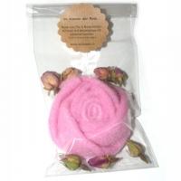 Im Namen der Rose - Filzrose mit Rosenblüten