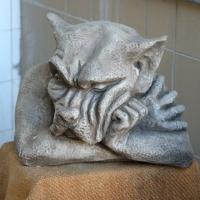 Mauerwächter Gargoyle wachsam Gartenfigur Fiona Jane Scott